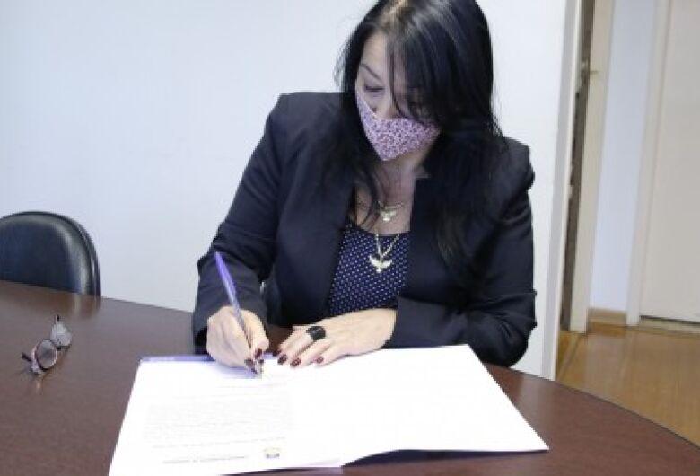 Denize Portolann assina Termo de Recondução ao mandato de vereadora