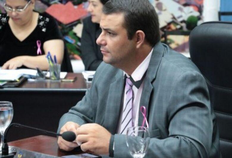 Vereador Carlito do Gás aciona Energisa e Sanesul e solicita aumento no prazo de suspensão de cortes