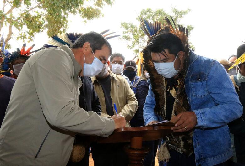 Povo terena da Terra Indígena Taunay-Ipegue conquista asfalto após 40 anos de luta