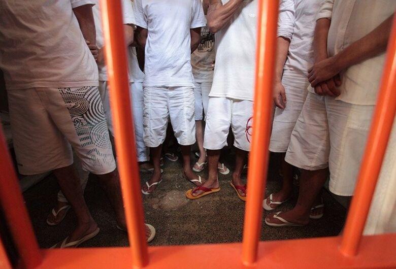 Senadores questionam saidões de presos na pandemia, e projetos mudam regras