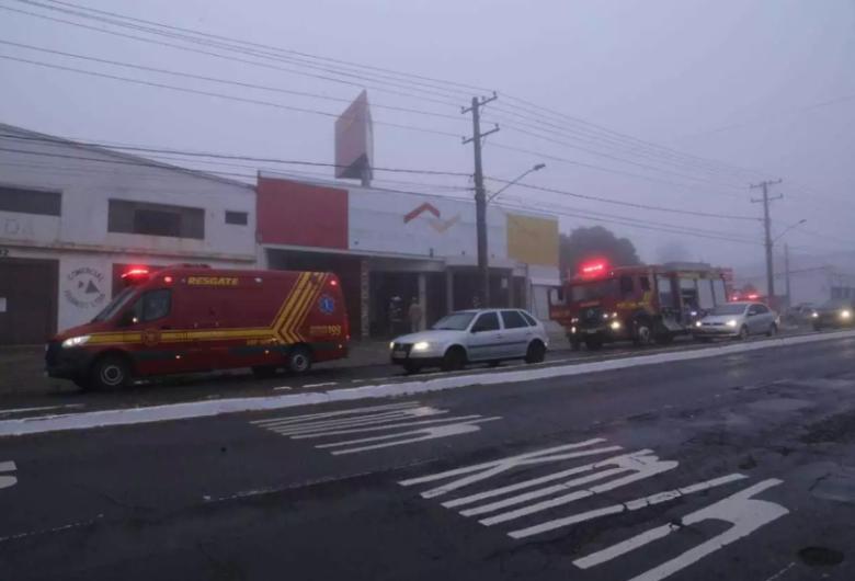 Fogueira feita por moradores de rua pode ter provocado incêndio em loja na Capital
