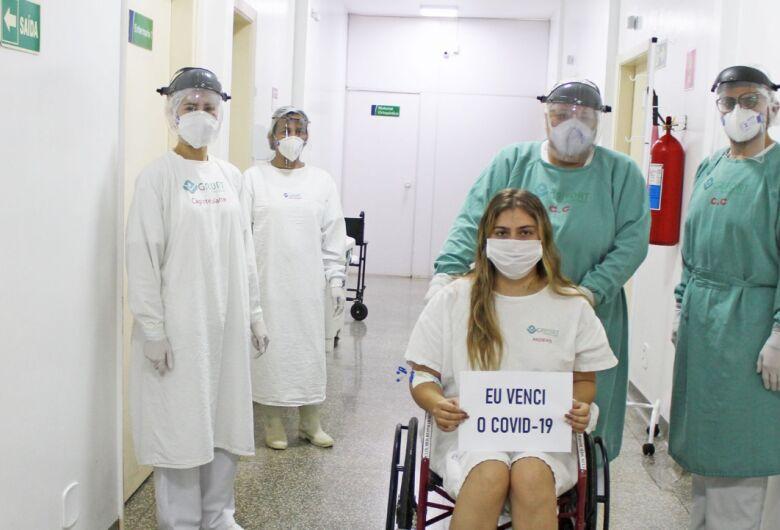 Paciente do Hospital Regional de Ponta Porã recebe alta após 11 dias de internação para tratar da Covid-19