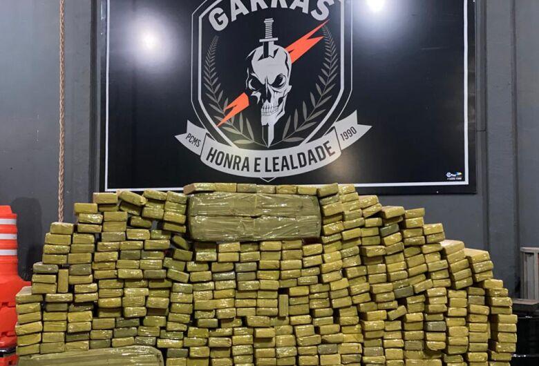 Polícia prende dupla que escondia mais de 300 kg de maconha em residência