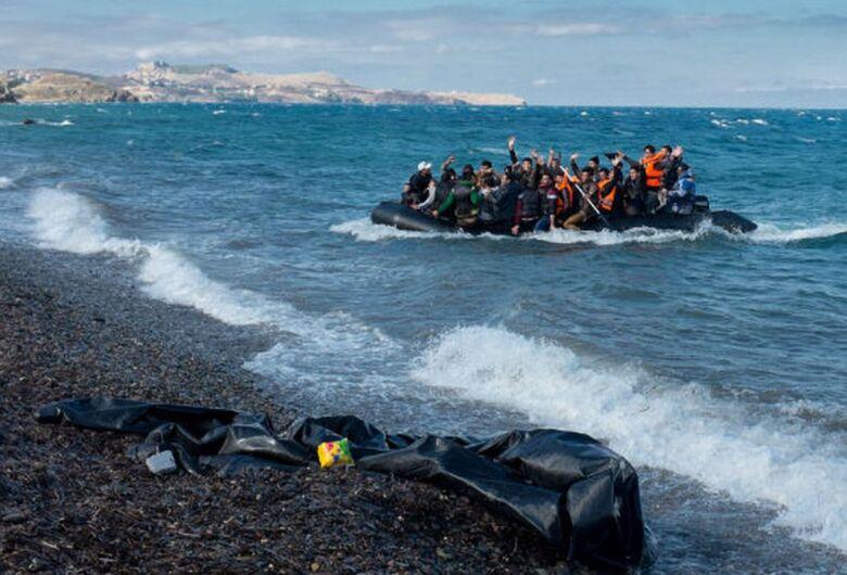 Pior naufrágio do ano na costa da Líbia deixa ao menos 45 mortos