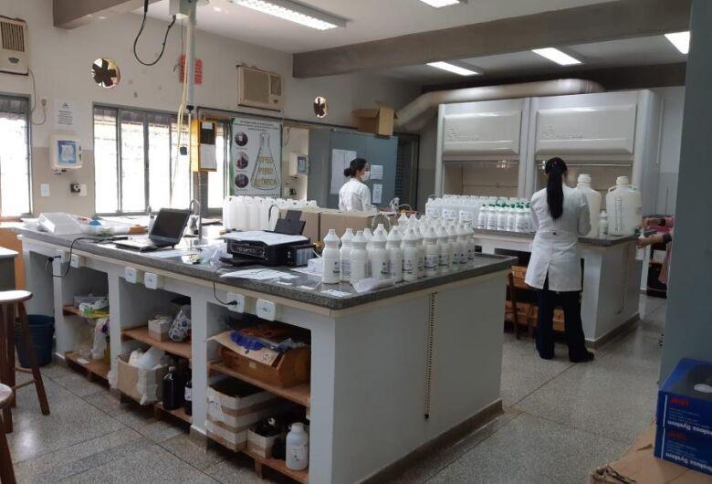 UFGD vai produzir mais 2 mil litros de álcool 70% para doar a entidades da região