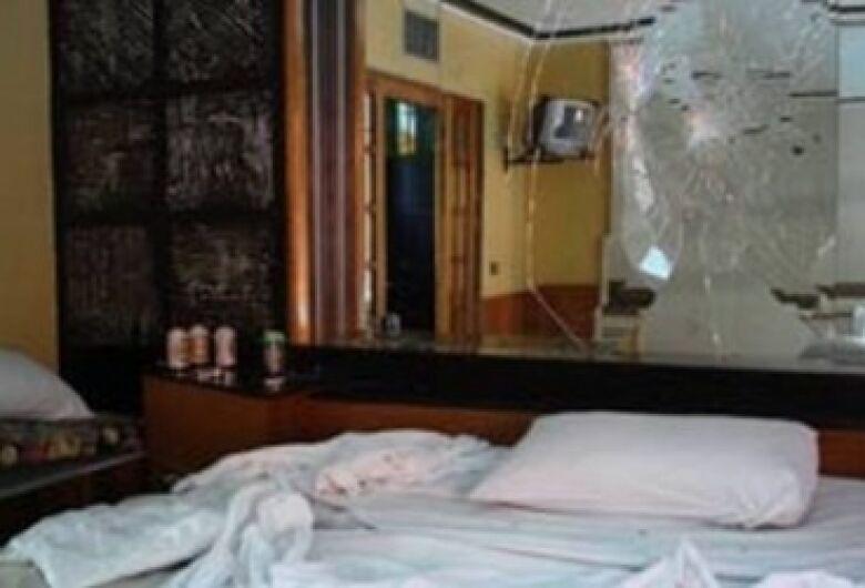 Ao tentar trocar parceira, amigos brigam dentro de motel em Dourados