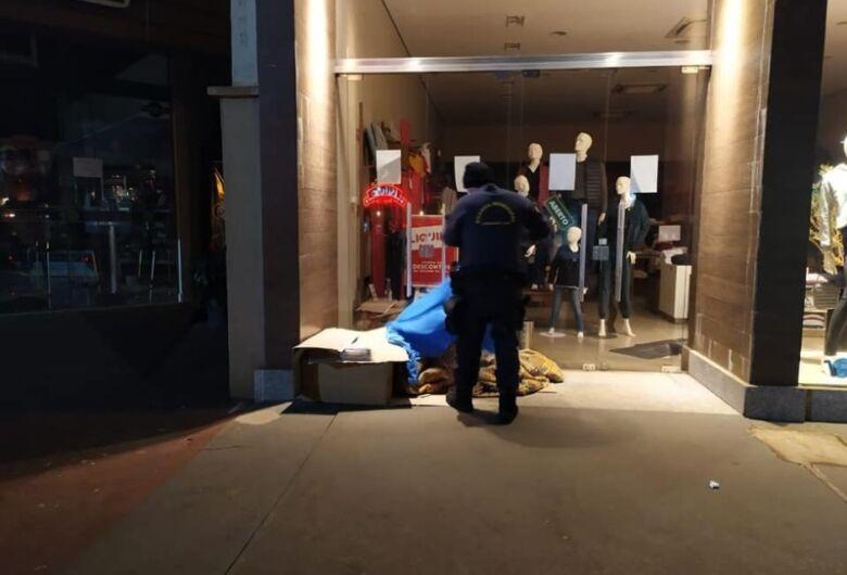 Em noites frias, Guarda encaminha moradores de rua para abrigo