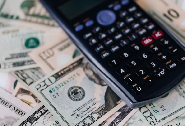 Dólar abre a sexta-feira em alta de 0,48%, negociada a R$ 5,5781
