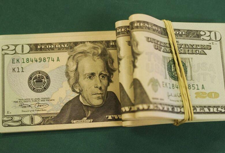 Dólar fecha no maior nível em 45 dias com tensões entre EUA e China