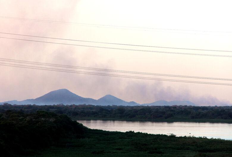 Bombeiros controlam fogo que destruiu 2 mil hectares
