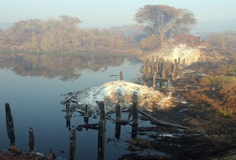 Incêndios florestais atingem Estrada-Parque, onde ponte de madeira de 70m virou cinzas