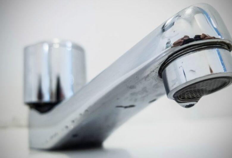 Sanesul mantém suspenso corte de água para famílias de baixa renda