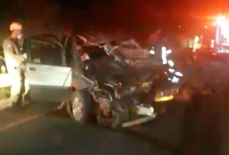 Mãe e filha ficam feridas após carro em que estavam atropelar duas vacas em rodovia de MS