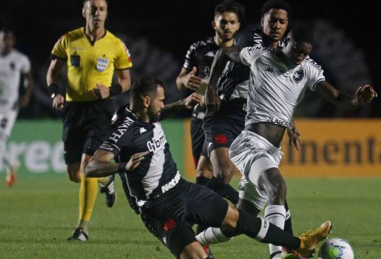 Botafogo empata com o Vasco e avança na Copa do Brasil