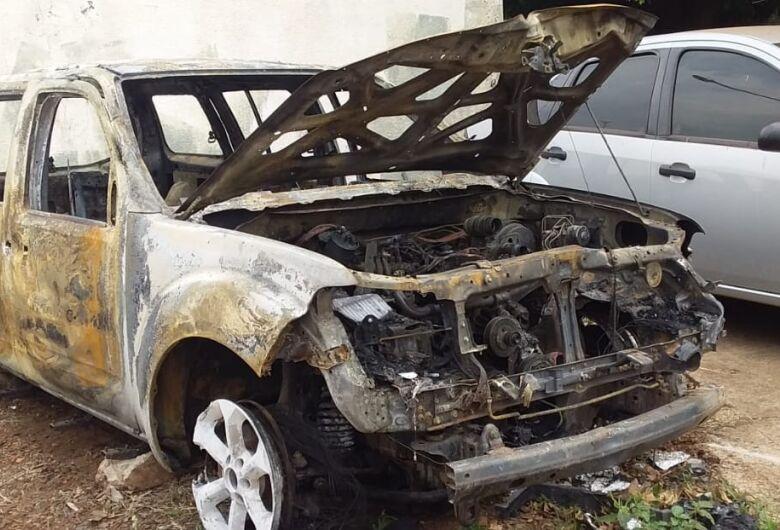 Veículo é encontrado em chamas em Dourados