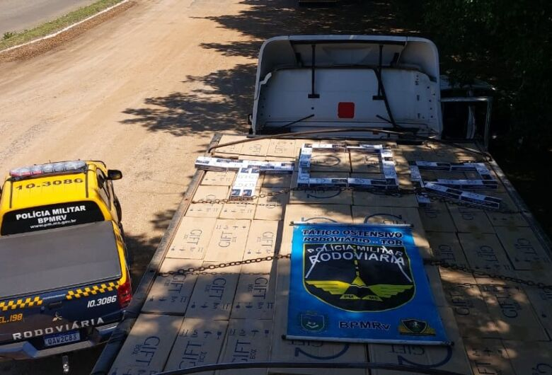 Polícia apreende carreta carregada de cigarros e causa prejuízo de R$ 2 milhões a contrabandistas