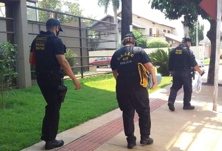 Gaeco deixa edifício após mais de 5h em apartamento de empresário