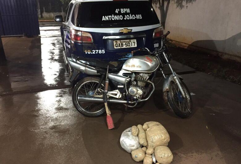 Polícia Militar apreende arma e drogas em barreira sanitária
