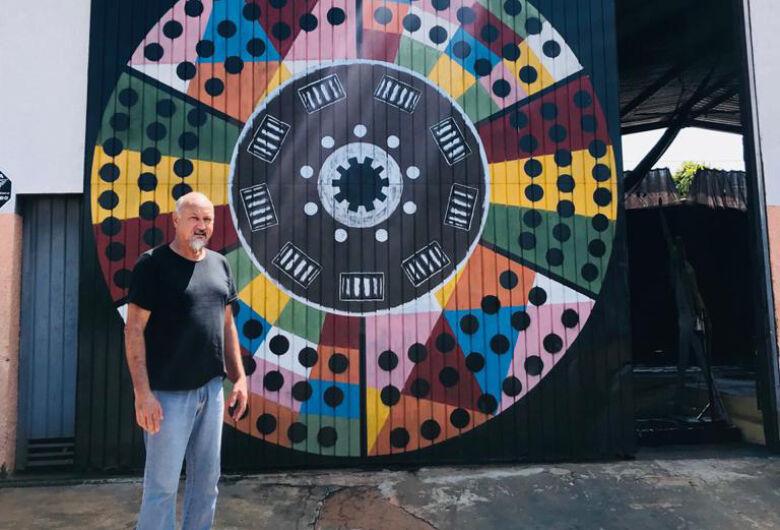 """""""Meu trabalho é fazer arte do lixo"""", define artista"""