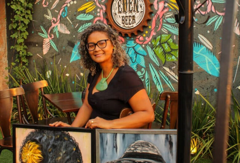 Artista vence racismo com a arte