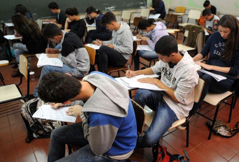 Estudantes brasileiros melhoram desempenho em matemática