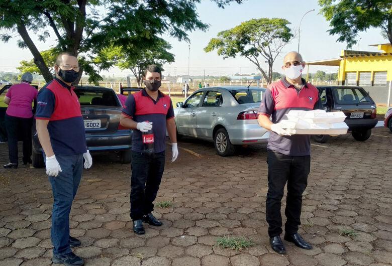 Voluntários fazem café da manhã para familiares de presos em Dourados