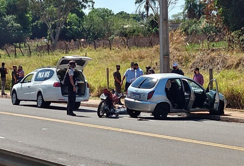 Militar do Exército em motocicleta morre ao ser atingido por carro
