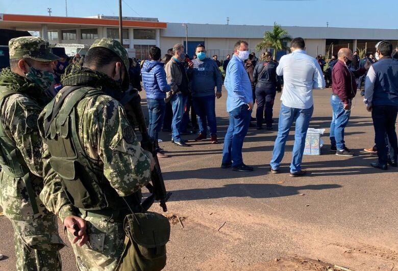 Comerciantes paraguaios protestam pela abertura da fronteira com o Brasil