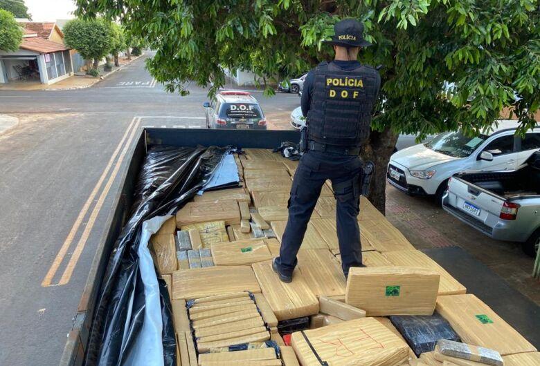 Polícia apreende caminhão com seis toneladas de maconha