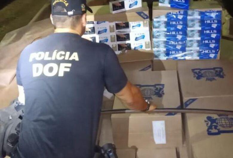 Caminhão com 15 mil pacotes de cigarros contrabandeados é apreendido em quintal de residência