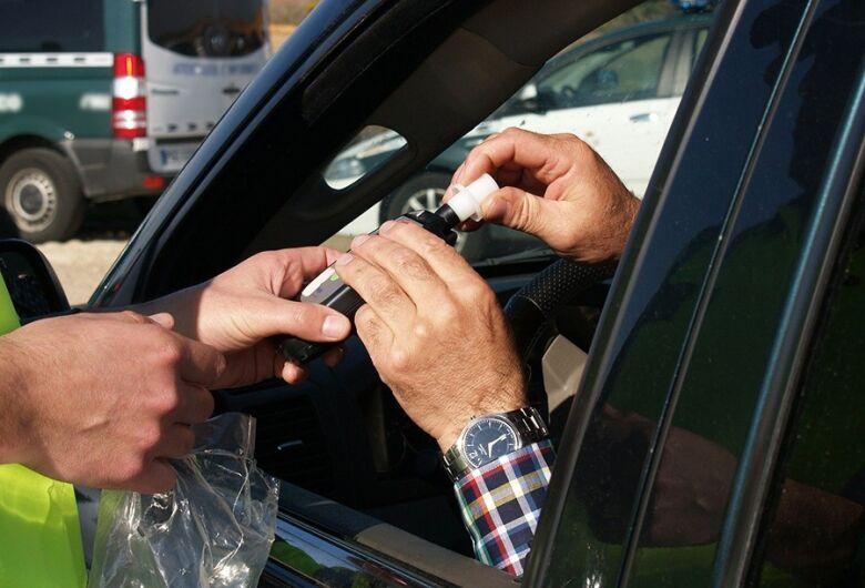 Proposta pretende exigir bafômetro como equipamento obrigatório em veículos