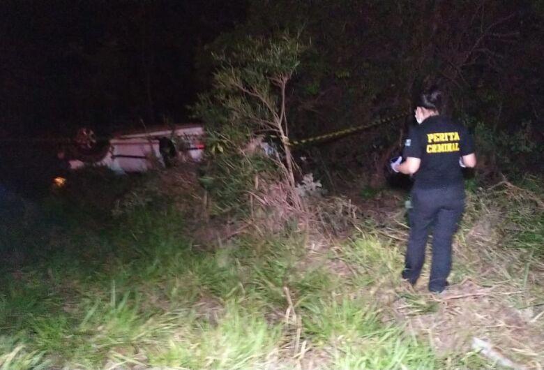 Homem perde o controle de veículo, capota e morre em curva na MS-147