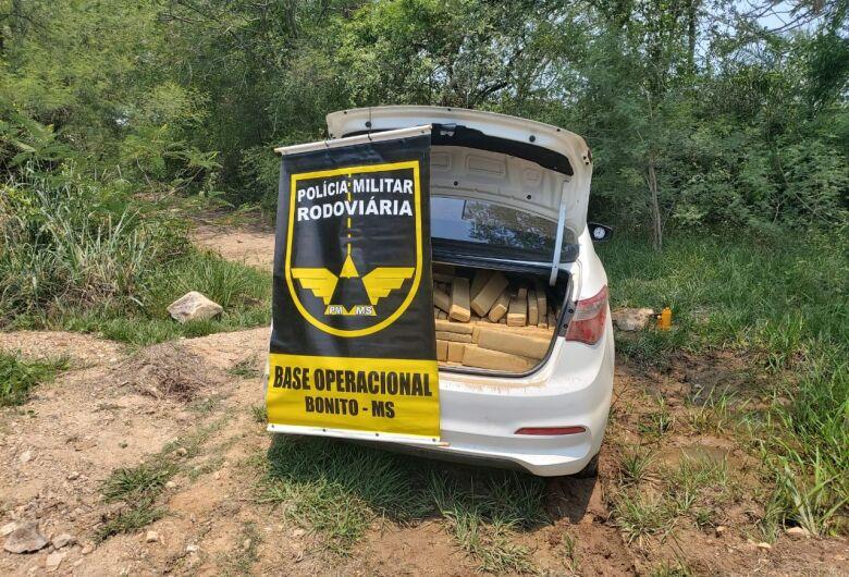 Veículo abandonado com mais de 700 kg de maconha é localizado pela polícia