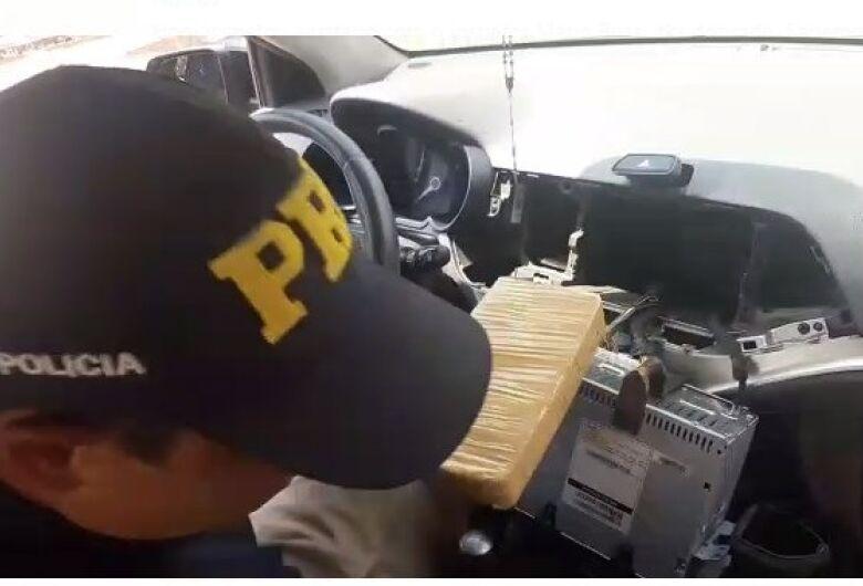 PRF apreende 30,7 Kg de cocaína em Ivinhema