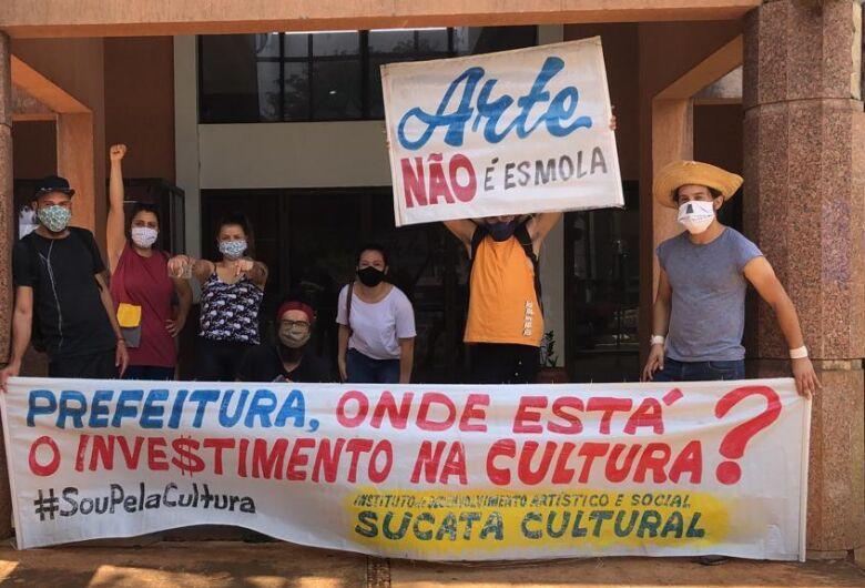 """Protesto surte efeito e artistas recebem pagamento do projeto """"Cultura para Todos"""""""