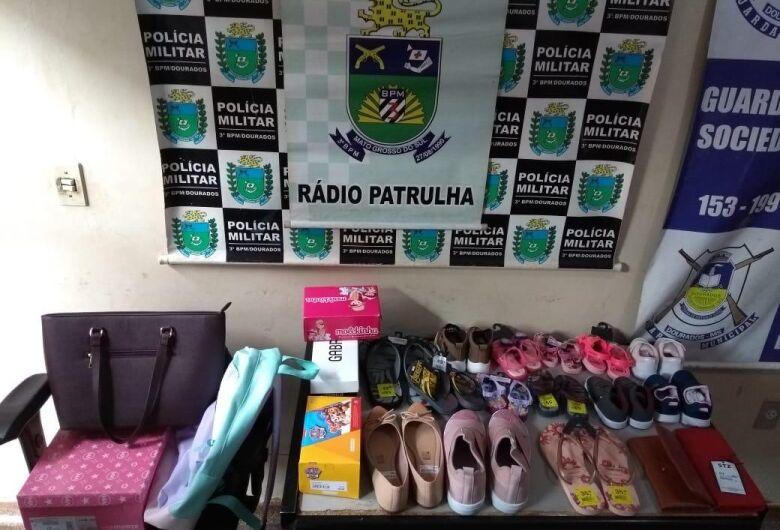 Mulheres são presas no shopping após tentativa de furto de 17 pares de calçados