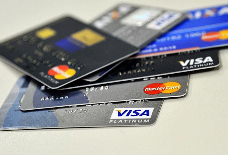 Juros do cheque especial sobem e taxas do rotativo caem em setembro
