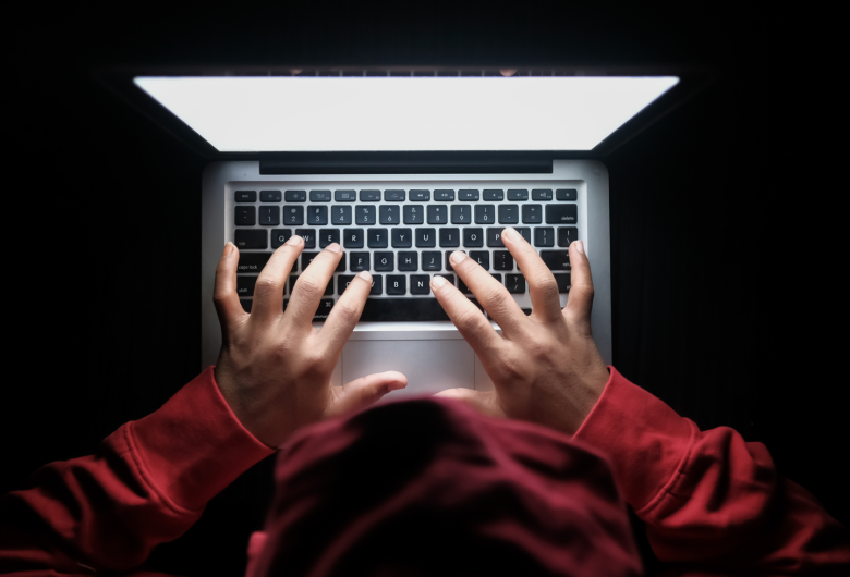 Ex-namorado ameaça divulgar fotos íntimas de mulher nas redes sociais após término de namoro em MS