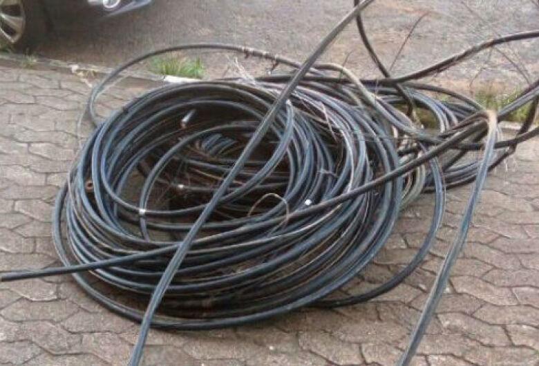 Dupla é presa durante furto de fios em oficina da prefeitura