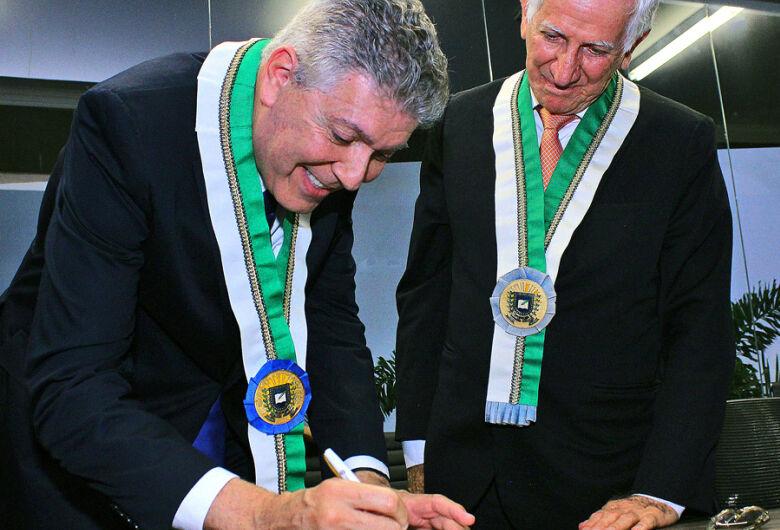 Henrique de Medeiros é reeleito presidente da Academia Sul-Mato-Grossense de Letras