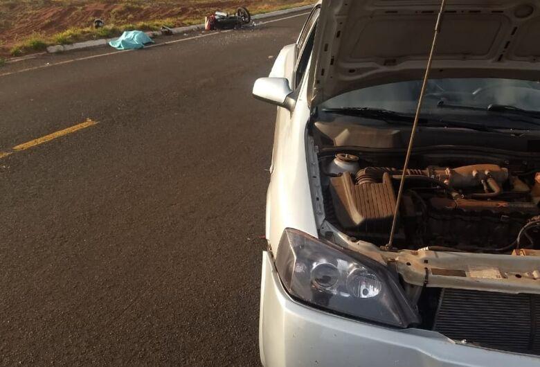 Homem morre após bater motocicleta na traseira de carro em rodovia de MS