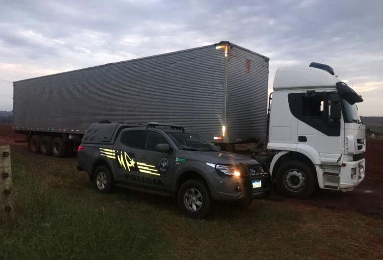 Caminhão carregado com 55 mil pacotes de cigarros contrabandeados foi apreendido pelo DOF
