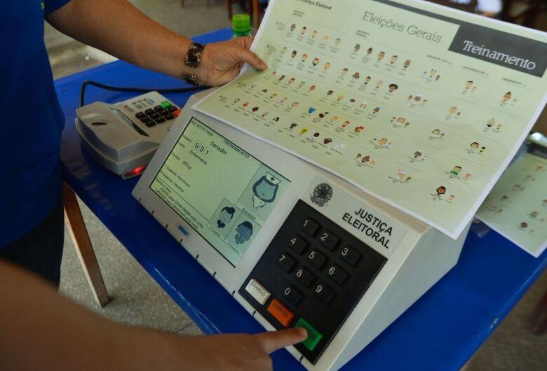 TRE inicia procedimento de inserção dos dados nas urnas eletrônicas