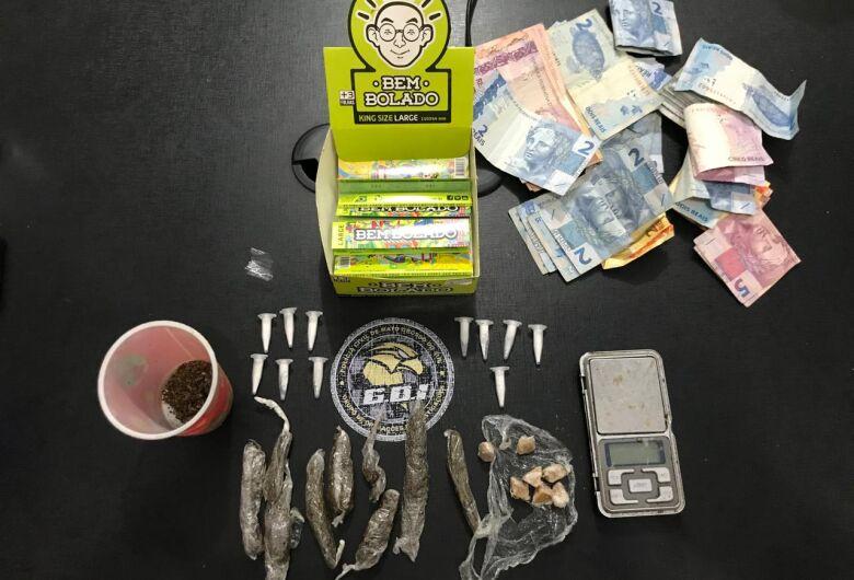 Homens em veículo de luxo são apreendidos com drogas durante abordagem a conveniência