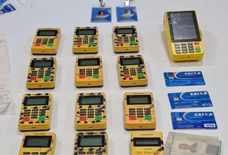 Dupla suspeita de estelionato contra idosos é presa em posse de máquinas de cartão