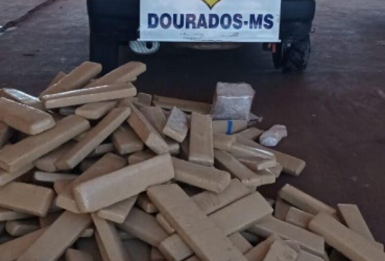Após perseguição, traficante abandona carro com 383 quilos de maconha