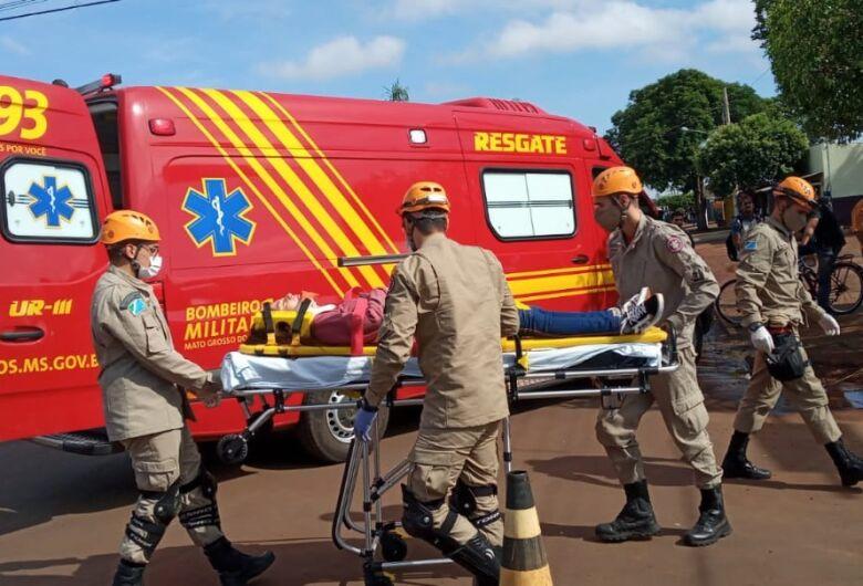 Acidente entre carro e moto deixa jovem ferida em Dourados