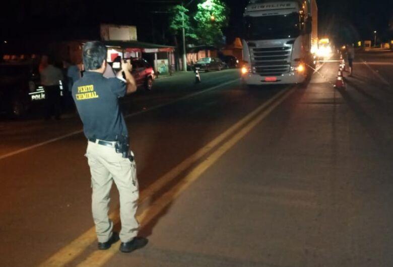 Homem se joga em frente de carreta e morre na BR-163 em Douradina