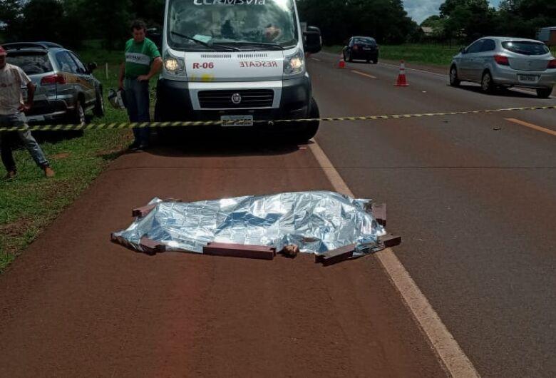 Idoso morre atropelado ao tentar atravessar rodovia