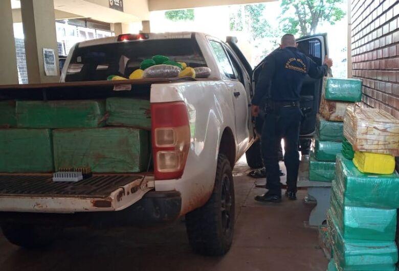 Caminhonete roubada é apreendida 'recheada' de drogas e munição na MS-379